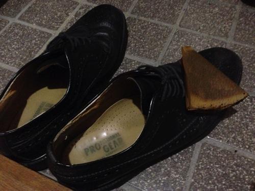 コーヒーフィルターを靴磨きに